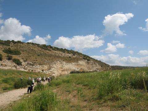 エラの谷での石拾い
